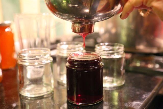 Straining jam