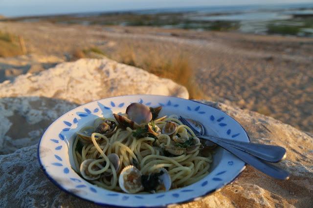 spaghetti vongole,  Ile de Ré, France, Pic: Kerstin Rodgers