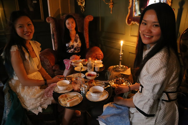 Guests at MsMarmitelover's 18th century tea party at Dennis Severs house, 18 Folgate St, Spitalfields, london,