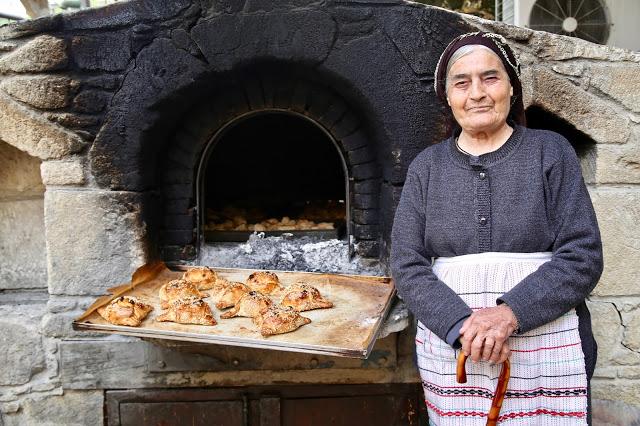 Baker with flaounes, Cyprus pic: Kerstin Rodgers/msmarmitelover.com