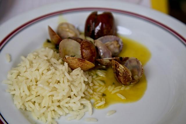 almeijoas a bolhao pato, Martinho Da Arcada, Lisbon, Portugal:  Pic: Keratin Rodgers/msmarmitelover