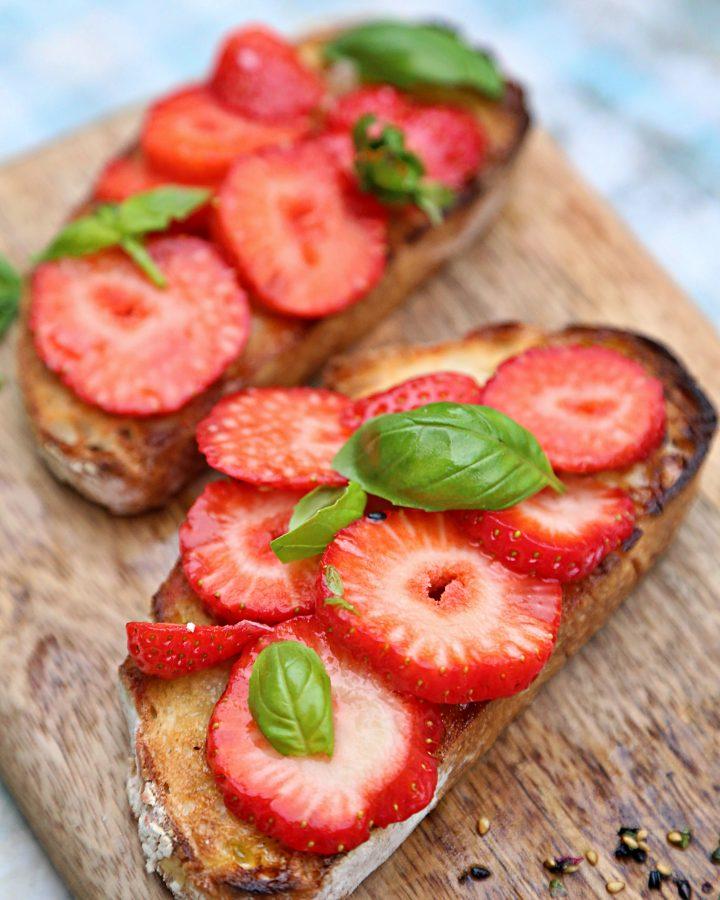 strawberry bruschetta with sesame tuna steak pic: Kerstin rodgers/msmarmitelover.com